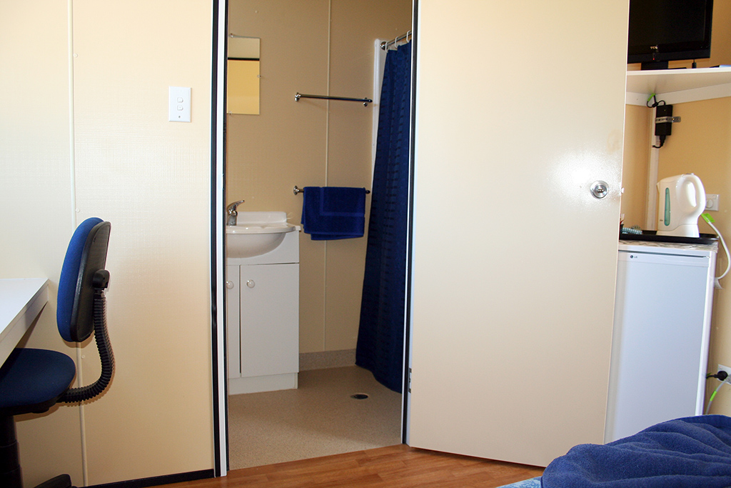 Single Room with Ensuite 6